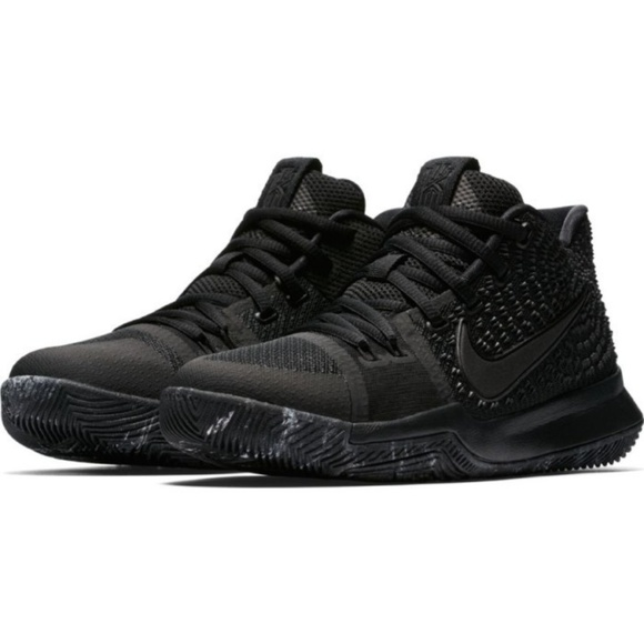 881d60e7984c New Nike Boys Kyrie 3 Basketball Shoes Size 10.5C.  M 5c546a79df030755851af205